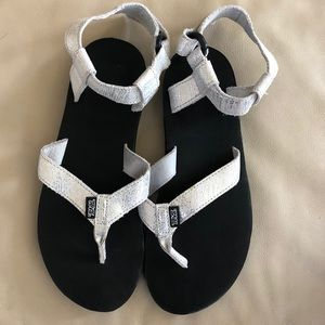 Teva Backpack Silver Sandals Shoes 9.5 Metallic